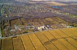 Vista aérea de la vecindad residencial típica en la construcción Fotografía de archivo libre de regalías