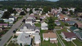 Vista aérea de la vecindad residencial típica de Pennsylvania almacen de metraje de vídeo