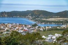 Vista aérea de Lagoa DA Conceicao y de la avenida de Rendeiras - Florianopolis, Santa Catarina, el Brasil imágenes de archivo libres de regalías