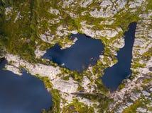 Vista aérea de lagos das montanhas imagens de stock royalty free