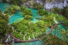 Vista aérea de lagos Plitvice e de cachoeiras no parque nacional de Plitvice, Croácia fotos de stock