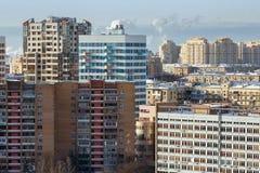Vista aérea de las casas residenciales nuevas y viejas Moscú, Rusia Fotos de archivo libres de regalías