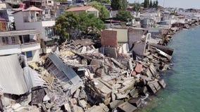 Vista aérea de las consecuencias de un derrumbamiento en la ciudad de Chernomorsk, Ucrania almacen de metraje de vídeo