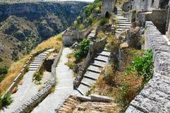 Vista aérea de las escaleras de piedra en la ciudad vieja del sitio de Matera, del patrimonio mundial de la UNESCO y de la capita fotografía de archivo