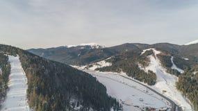 Vista aérea de las montañas nieve Invierno fotos de archivo libres de regalías