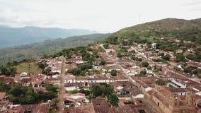 Vista aérea de las montañas y del Barichara de un abejón metrajes