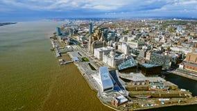 Vista aérea de las nuevas señales del paisaje urbano de Liverpool imagen de archivo libre de regalías