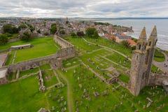 Vista aérea de las ruinas del St Andrews Cathedral Imagen de archivo libre de regalías