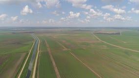 Vista aérea de las tierras de labrantío almacen de metraje de vídeo