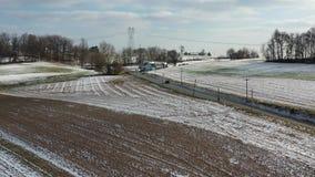Vista aérea de las tierras de labrantío de Amish en Pennsylvania almacen de video