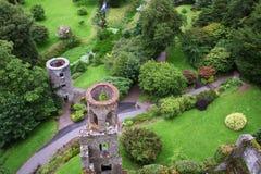 Vista aérea de las torres y del parque del castillo de la lisonja Imágenes de archivo libres de regalías