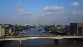 Vista aérea de Londres con el casco almacen de metraje de vídeo