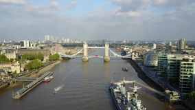 Vista aérea de Londres y del río Támesis almacen de video
