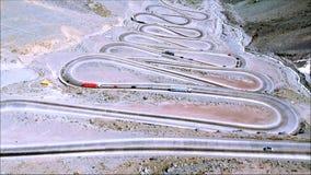 Vista aérea de los caminos y de la naturaleza de la montaña en Santiago, Chile Imágenes de archivo libres de regalías