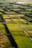 Vista aérea de los campos de granja Foto de archivo libre de regalías