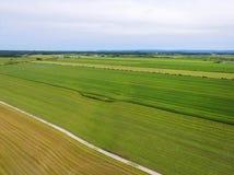 Vista aérea de los campos de granja Imagenes de archivo