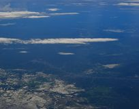 Vista aérea de los campos de granja del greem fotografía de archivo