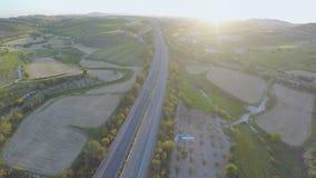 Vista aérea de los campos orgánicos, jardines verdes en el campo Paisaje rural almacen de video