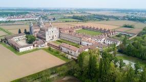 Vista aérea de los di Pavía de Certosa, del monasterio y de la capilla en la provincia de Pavía, Lombardia, Italia foto de archivo libre de regalías