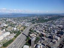 Vista aérea de los edificios de Seattle, del lago union y de I-5 céntricos hola Foto de archivo libre de regalías