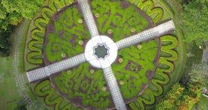 Vista aérea de los jardines del lago, Kuala Lumpur de un abejón almacen de video