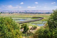 Vista aérea de los pantanos en la reserva de Don Edwards imagenes de archivo