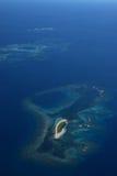 Vista aérea de los pernos próximos del DES de Ile de la pequeña isla, Nueva Caledonia Fotografía de archivo libre de regalías