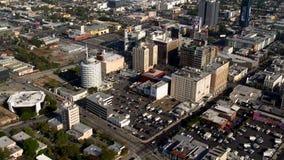 Vista aérea de los suburbios California de Hollywood Los Ángeles almacen de metraje de vídeo