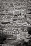 Vista aérea de los tejados de París con Notre Dame Cathedral, Francia fotografía de archivo