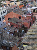 Vista aérea de los tejados tejados en una tarde del invierno, Roma, Italia Imagen de archivo