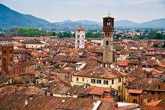 Vista aérea de Lucca, vista desde arriba del Torre Guinigi - Toscana, Italia fotografía de archivo