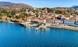 Vista aérea de Luino, província de Varese, Itália fotografia de stock royalty free