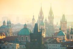 Vista aérea de marcos de Praga no amanhecer imagens de stock royalty free