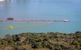 Vista aérea de Molhe a Dinamarca Barra Sul Breakwater em Balneario Camboriu, Santa Catarina, Brasil imagens de stock