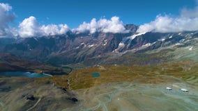 Vista aérea de montañas cerca de Cervino almacen de metraje de vídeo