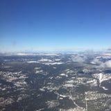 Vista aérea de montañas nevadas Fotos de archivo libres de regalías