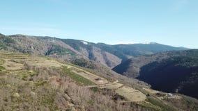 Vista aérea de montañas pirenáicas en Occitanie, Francia almacen de metraje de vídeo