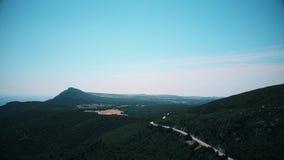 Vista aérea de montanhas de Arrabida, Setubal, Portugal filme