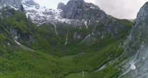 Vista aérea de montanhas de Prokletije do vale de Grebaje vídeos de arquivo