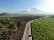 Vista aérea de Mt Kanlaon, ocidental de Negros, as Filipinas imagens de stock royalty free
