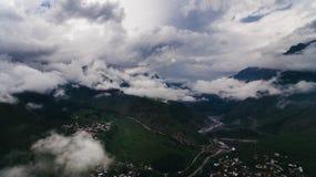 vista aérea de nebuloso verde foto de stock royalty free