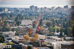 Vista aérea de Oakland norte em uma noite ensolarada do outono Fotografia de Stock