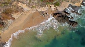 Vista aérea de ondas de oceano de cima de vídeos de arquivo