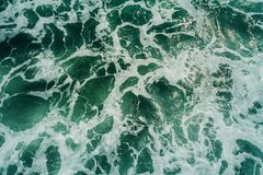 Vista aérea de ondas de oceano da ondinha da textura Imagens de Stock