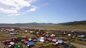 Vista aérea de pueblos mongoles coloridos almacen de metraje de vídeo