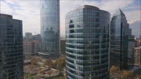 Vista aérea de rascacielos en Santiago, Chile metrajes
