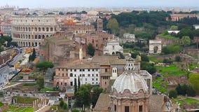 Vista aérea de Roma y de Colosseum del palacio de Vittorio Emmanuelle metrajes