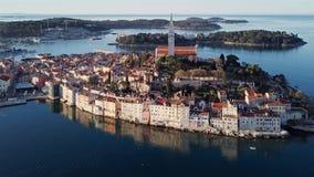 Vista aérea de Rovinj, Istria, Croácia filme