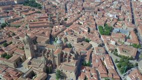Vista aérea de Salamanca com o quadrado principal e a catedral, Espanha filme