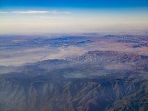 Vista aérea de San Bernardino Mountains y de la punta de flecha del lago, visión Fotografía de archivo libre de regalías